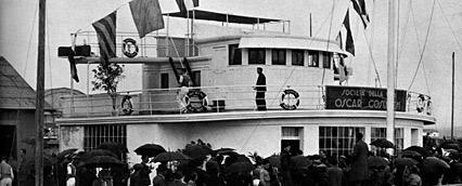 Ricordo dell'alzabandiera il giorno dell'inaugurazione 1936